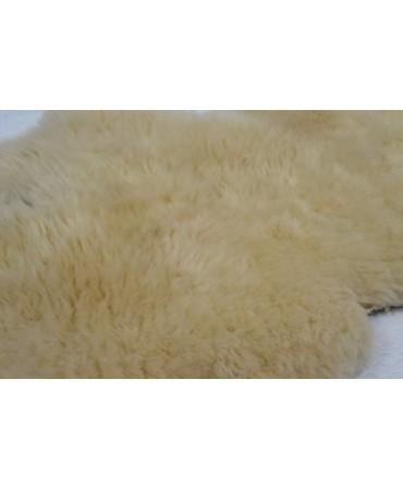 Schaffell wollig beige gefärbt