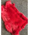 Kaninfell rot gefärbt