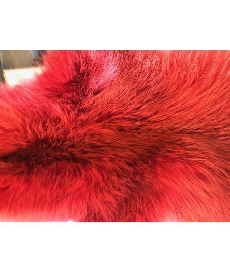 Rotfuchsfell rot gefärbt
